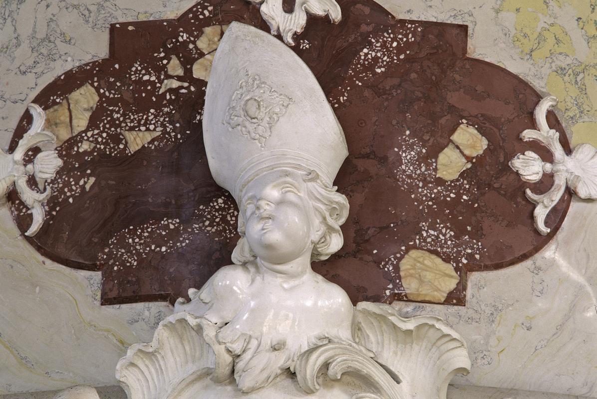 Cherub's head with bishop's miter, stucco relief in the palace chapel, Meersburg New Palace. Image: Staatliche Schlösser und Gärten Baden-Württemberg, Arnim Weischer