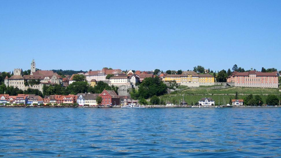 View of the palace and town of Meersburg from Lake Constance. Image: Staatliche Schlösser und Gärten Baden-Württemberg, Nina Kreckel