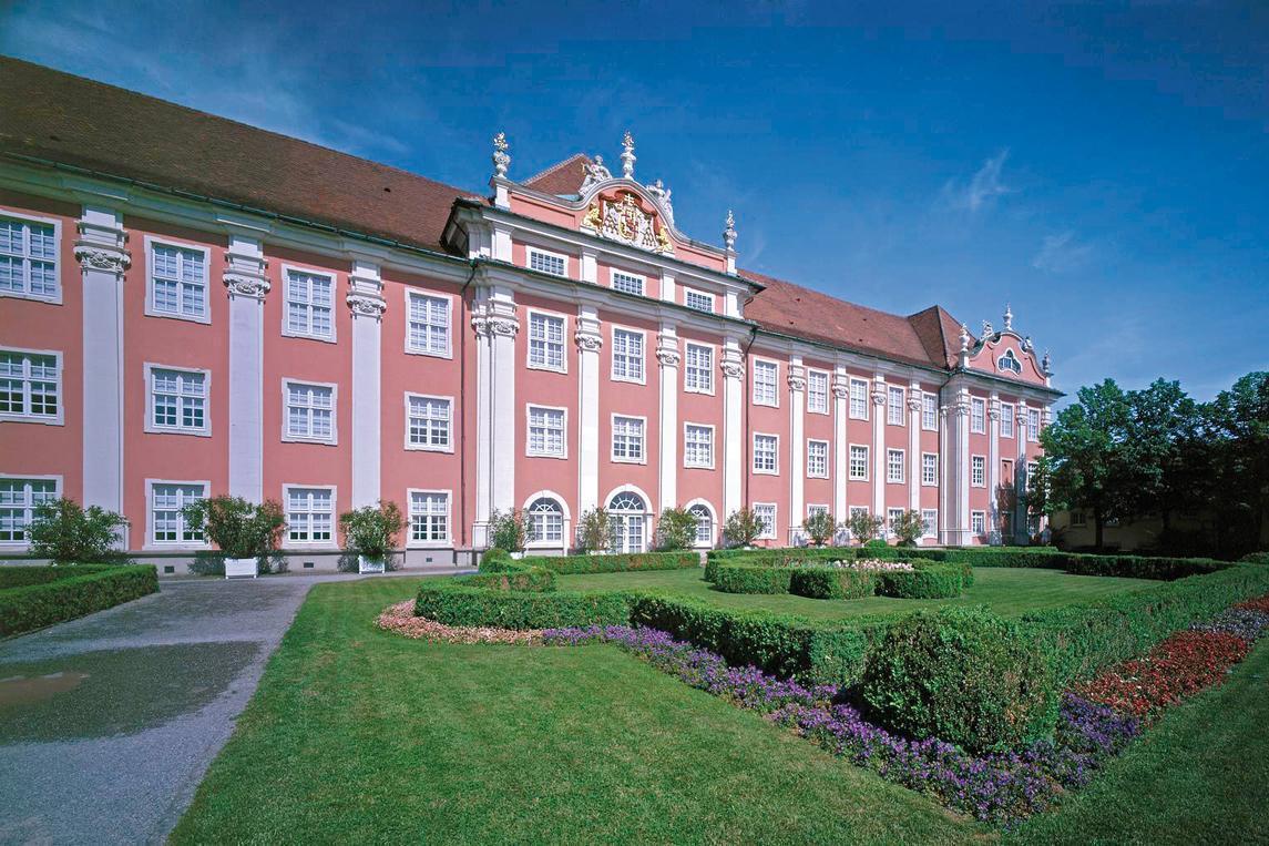 Seefassade und Schlossgarten des Neuen Schlosses Meersburg, Foto: Staatliche Schlösser und Gärten Baden-Württemberg, Arnim Weischer