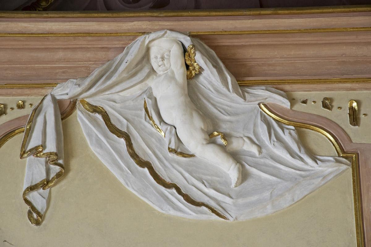 Stuckdetail mit Goldschmuck und Putto im Festsaal des Neuen Schlosses Meersburg, Foto: Staatliche Schlösser und Gärten Baden-Württemberg, Arnim Weischer
