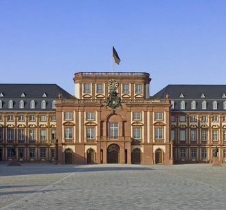 Front view of Mannheim Palace. Image: Landesmedienzentrum Baden-Württemberg, Andrea Rachele