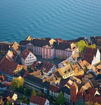 Luftansicht vom Neuen Schloss Meersburg