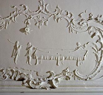 Relief en stuc, XVIIIesiècle, nouveau château de Meersburg: nobles jouant au billard