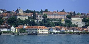 View from the lake to Meersburg Castle and the New Palace.