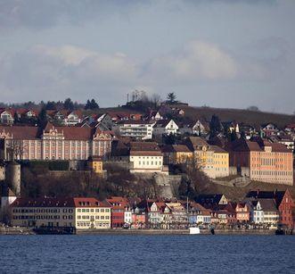 View of the palace and town of Meersburg from Lake Constance. Image: Staatliche Schlösser und Gärten, Achim Mende