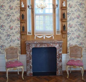 Porcelain cabinet, Meersburg New Palace. Image: Staatliche Schlösser und Gärten Baden-Württemberg, Werner Hiller-König