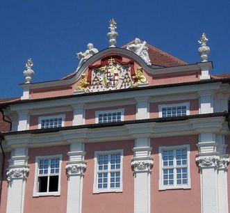 Pilastergliederung mit Kolossalkapitellen an der Fassade des Neuen Schlosses Meersburg, Foto: Staatliche Schlösser und Gärten Baden-Württemberg, Nina Kreckel